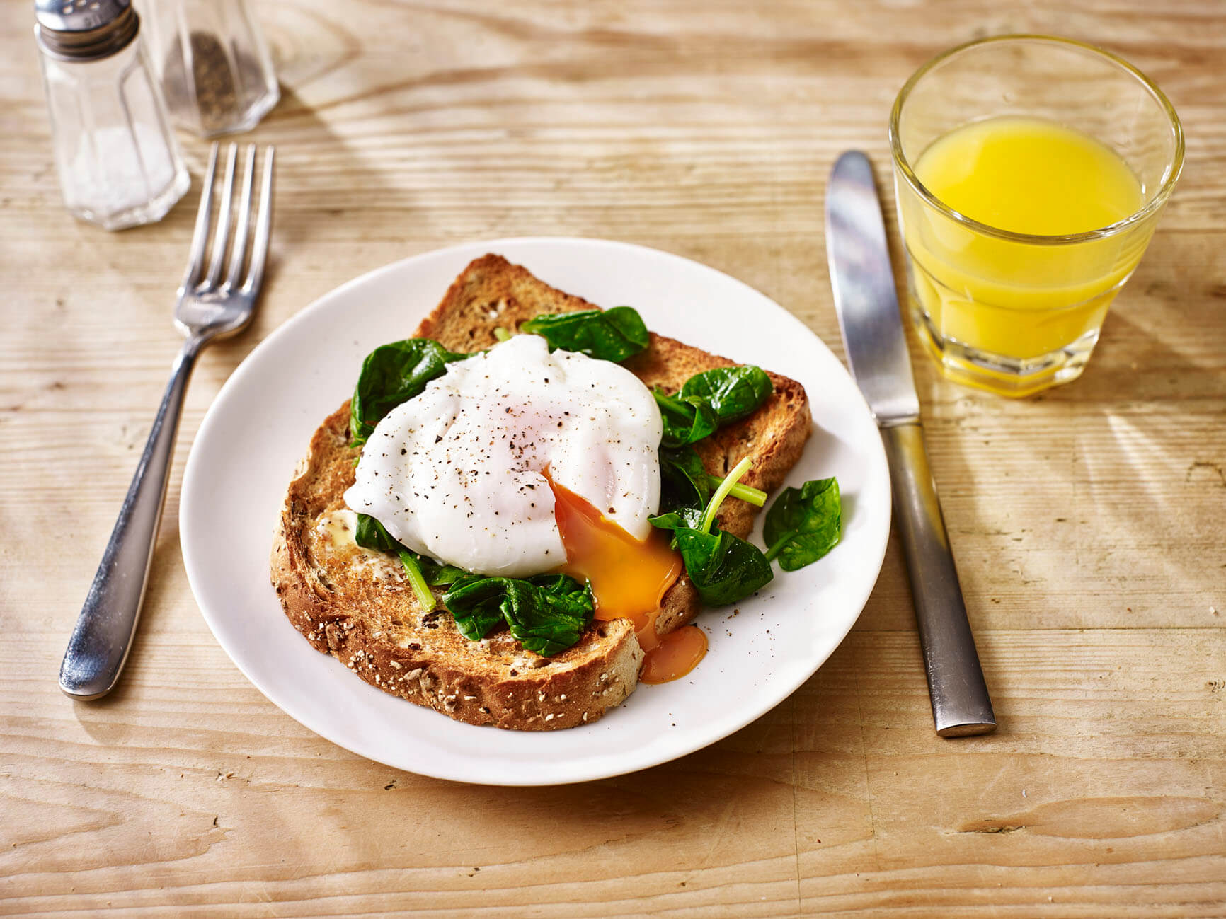 Poached egg and spinach